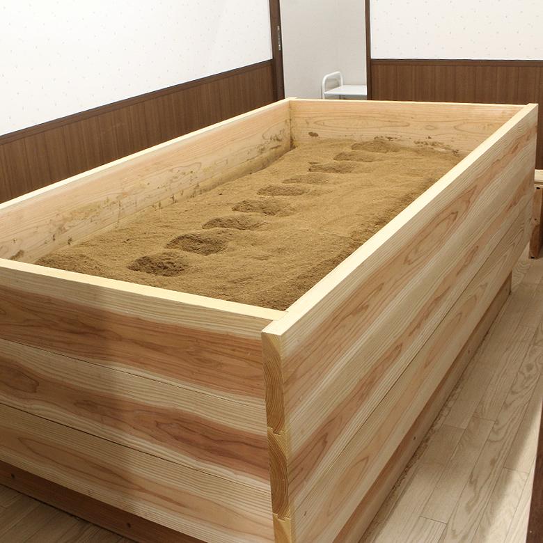 米ぬかを敷き詰めた酵素風呂です